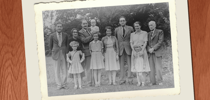 Old black and white photo of a very homogeneous family